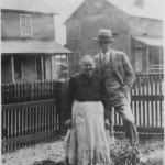 Zuzana Kalašská, rod. Lešková - rodáčka z Lačnova so svojím synom Jánom v US
